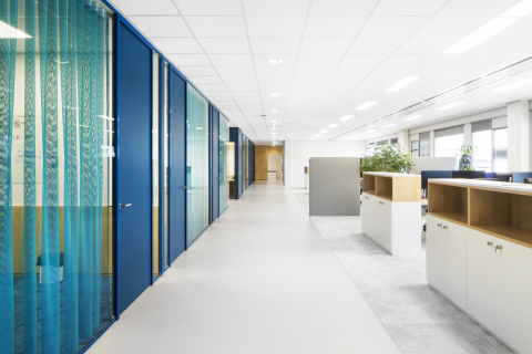 Singel glass partitions walls with HPL doors