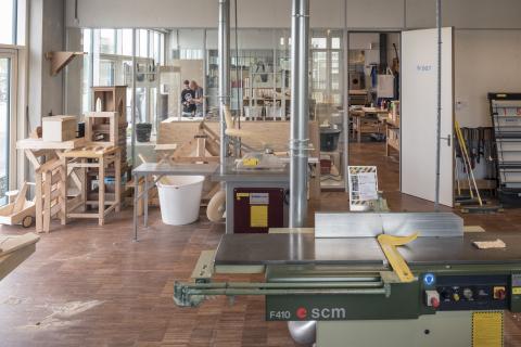 Glas systeemwanden als scheiding in praktijklokaal