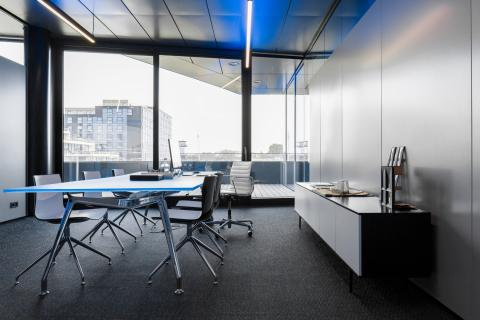 Fire protecting glass wall in same design as office dividing partition