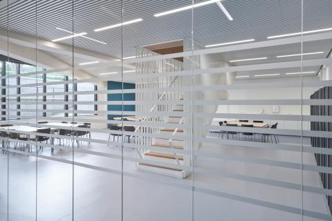 Single glass partition with 0-joint seam